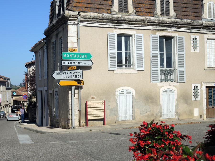 À l'entrée de Mauvezin prendre à droite direction Montauban